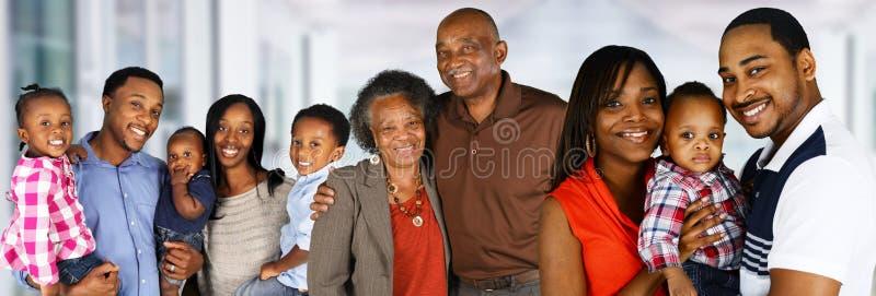 Glückliche Afroamerikanerfamilie lizenzfreie stockfotografie