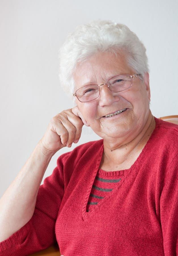 Glückliche alte Frau stockfotos