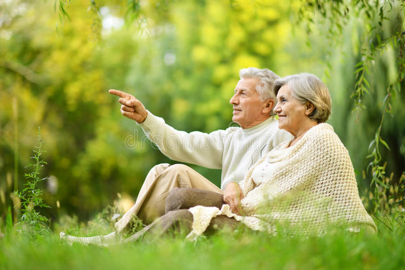 Glückliche alte Leute lizenzfreie stockfotos