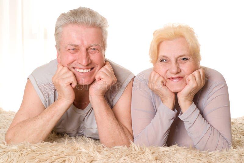 Glückliche alte Paare stockbild