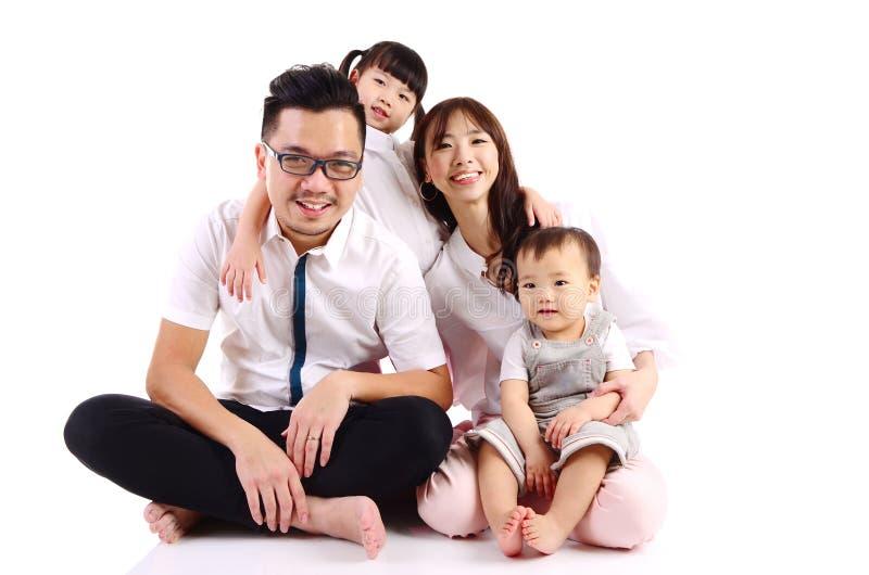 Glückliche asiatische Familie stockbild