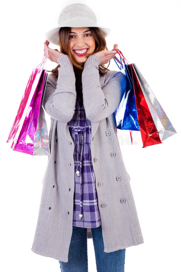 Glückliche Dame, die mit Einkaufenbeuteln aufwirft lizenzfreie stockbilder
