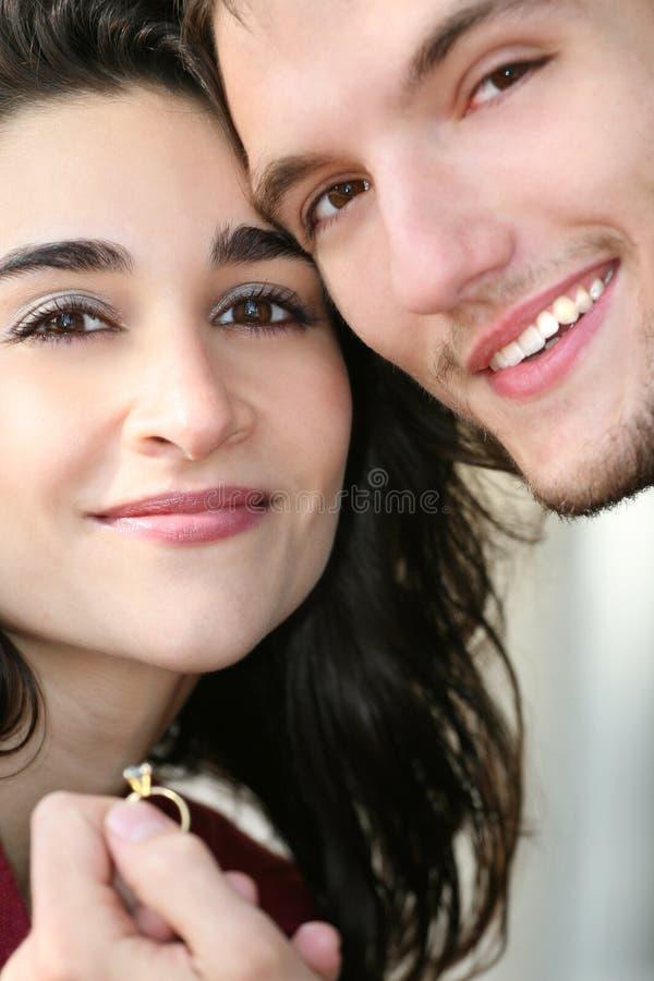 Glückliche eingerückte Paare in der Liebe stockbilder