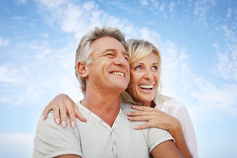 Glückliche fällige Paare stockfoto