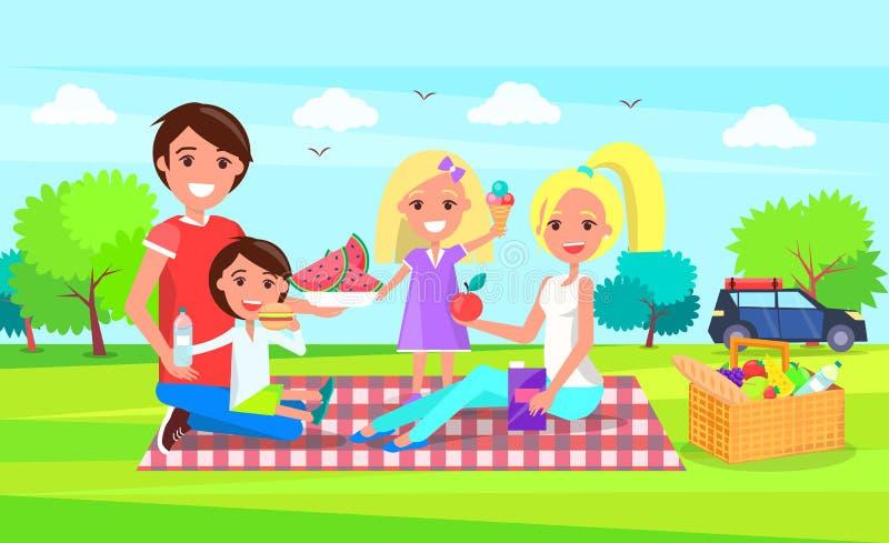 Glückliche Familie, die Picknick-zusammen grünen Wald hat lizenzfreie abbildung