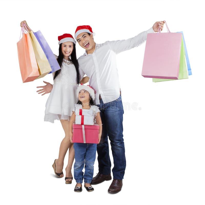 Glückliche Familie feiern Weihnachtstag stockfoto