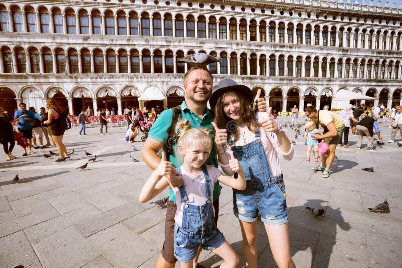 Glückliche Familie im Venedig lizenzfreie stockbilder