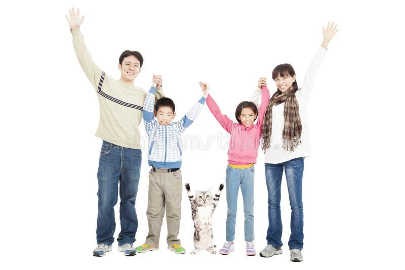 Glückliche Familie mit Haustier lizenzfreie stockfotos