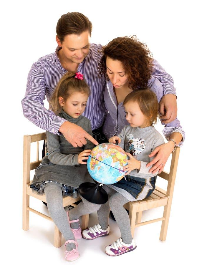 Glückliche Familie mit Kindern stockfotografie