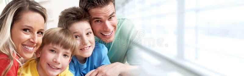 Glückliche Familie mit Kindern stockbilder