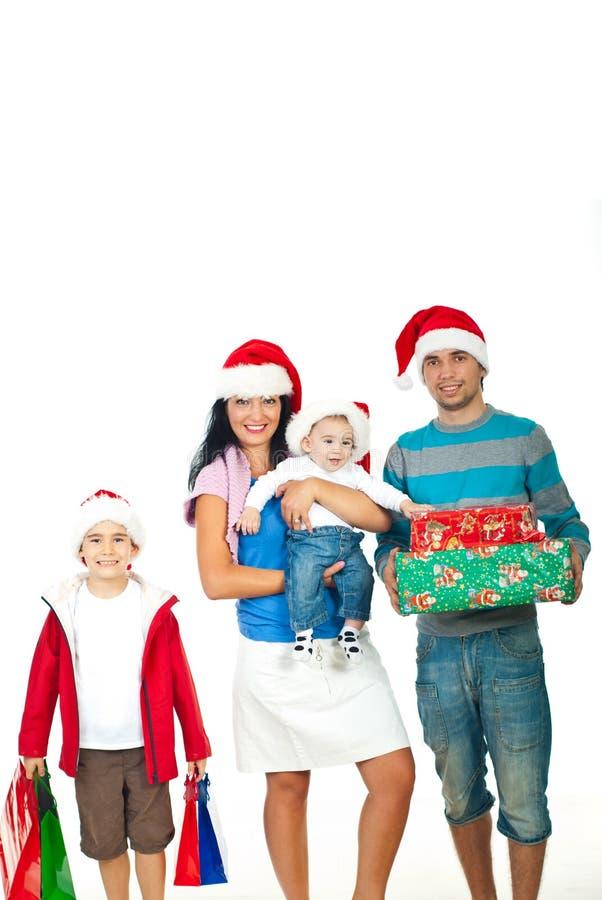 Glückliche Familie mit Weihnachtsgeschenken lizenzfreies stockfoto