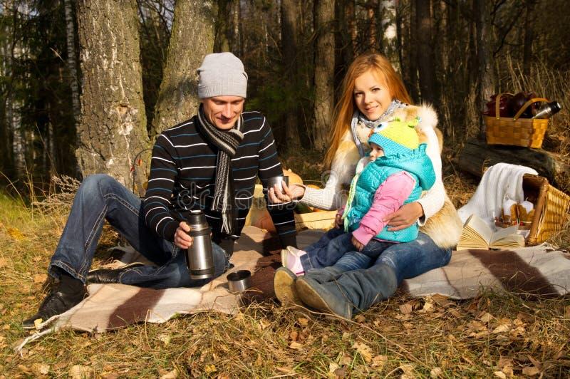 Glückliche Familie, Mutter, Vater und Tochter stockfoto