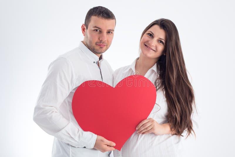 Glückliche Familie Schwangere Frau und ihr Ehemann lokalisiert auf Weiß stockfotografie