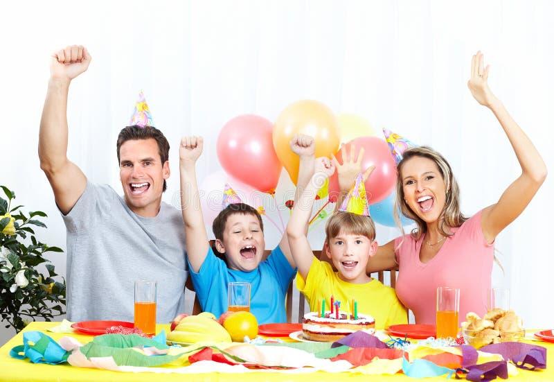 Glückliche Familie und Geburtstag stockfoto
