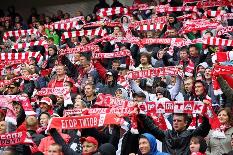 Glückliche Fans von Spartak am Fußballspiel stockbilder
