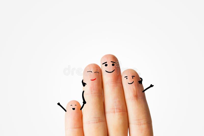 Glückliche Fingerfamilie auf Grau lizenzfreie stockfotografie
