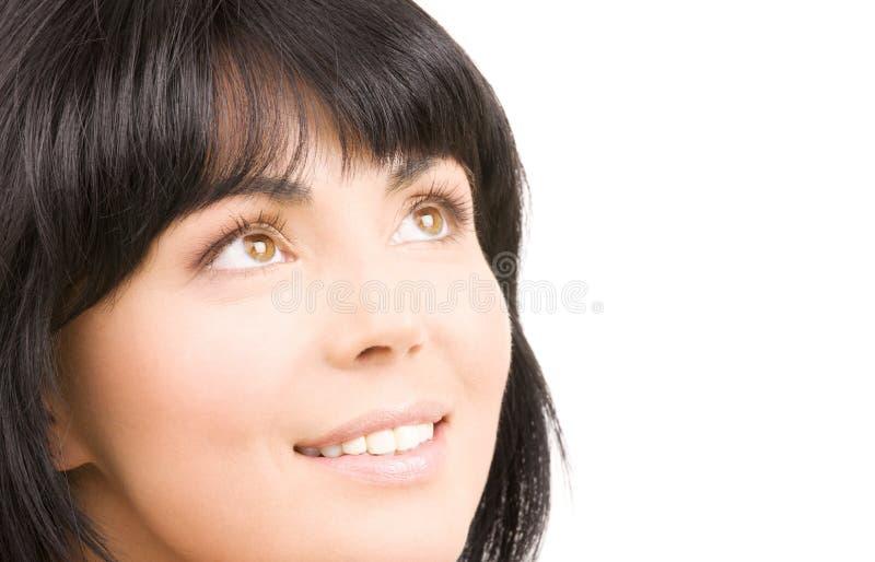 Glückliche Frau, die oben schaut stockfoto