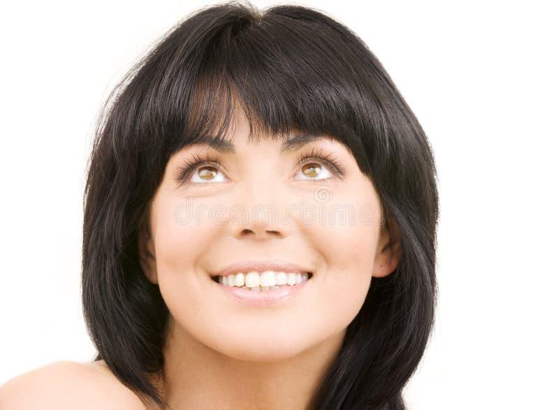 Glückliche Frau, die oben schaut lizenzfreies stockfoto