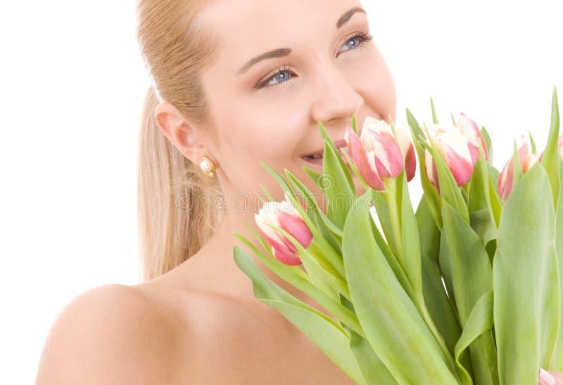 Glückliche Frau mit Blumen stockfotos