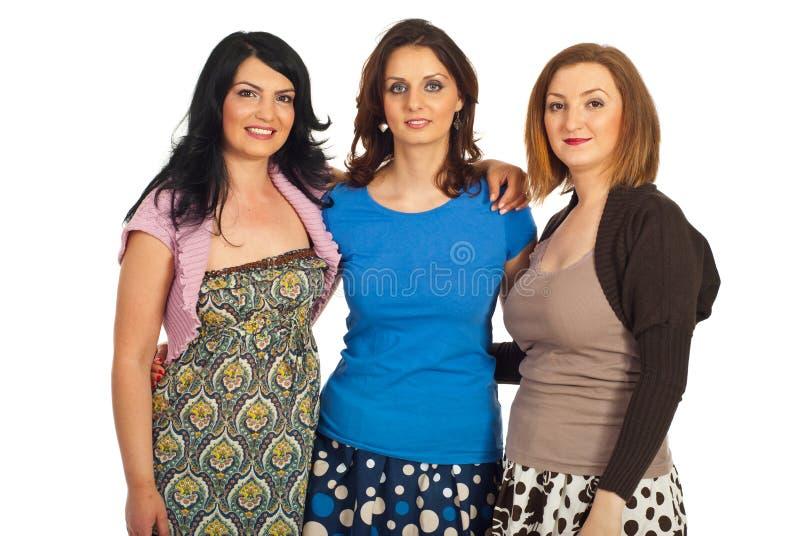 Glückliche Freundfrauenumarmung lizenzfreie stockfotos