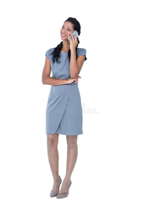 Glückliche Geschäftsfrau, die Telefonanruf hat lizenzfreies stockfoto