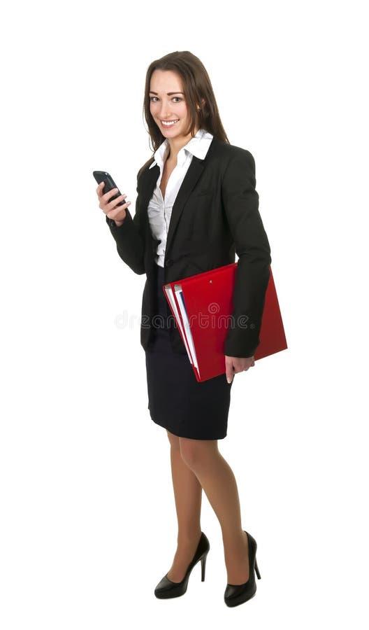 Geschäftsfrau mit Handy und Ordnern lizenzfreie stockfotografie