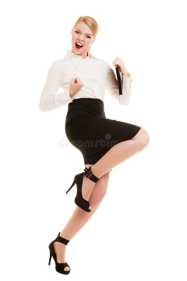 Glückliche Geschäftsfrau mit Erfolgshandzeichen stockbild
