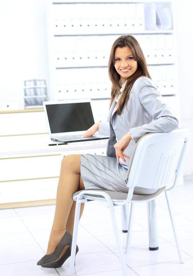 Glückliche Geschäftsfraufunktion lizenzfreie stockbilder