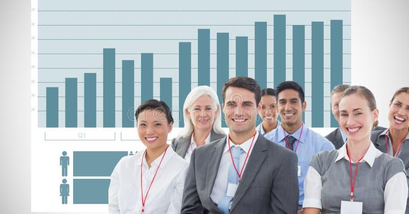 Glückliche Geschäftsleute gegen Diagramm stockbilder