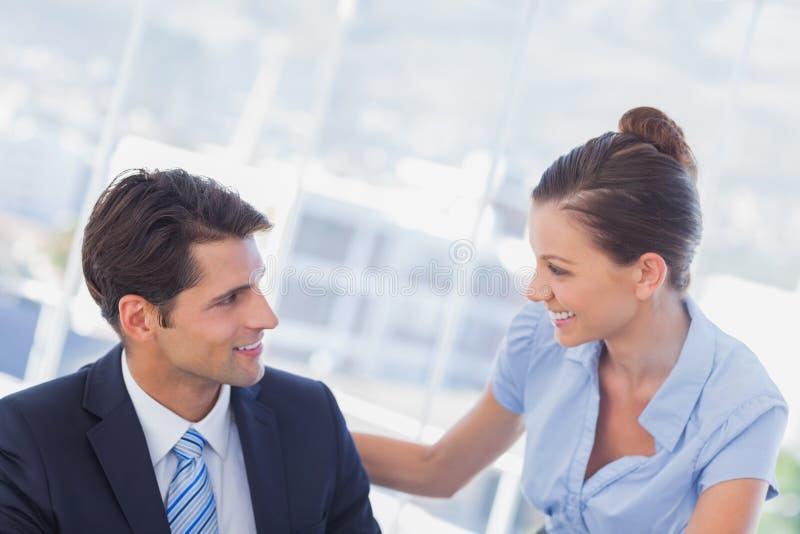 Glückliche Geschäftsleute Lächeln stockbild