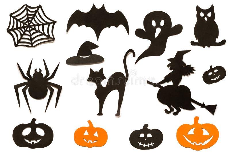 Glückliche gesetzte Schattenbilder Halloweens schnitten vom schwarzen orange Papier heraus, das auf weißem Hintergrund lokalisier stockfotografie