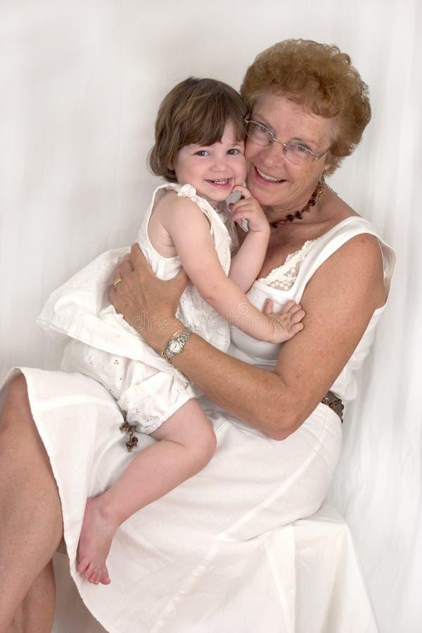Glückliche Großmutter und Enkelin (2) stockfotografie