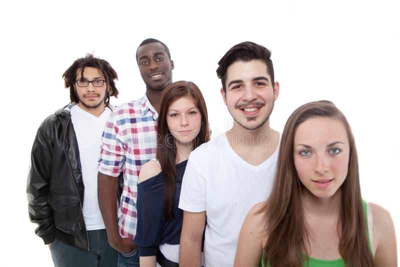 Glückliche Gruppe junge und frische Leute lizenzfreie stockfotografie