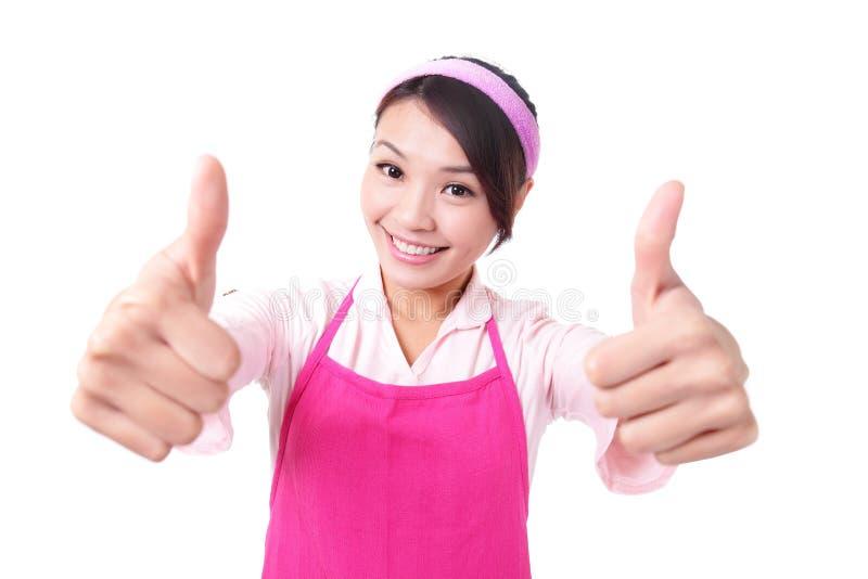 Glückliche Hausfraumutter der jungen Frau stockfotos
