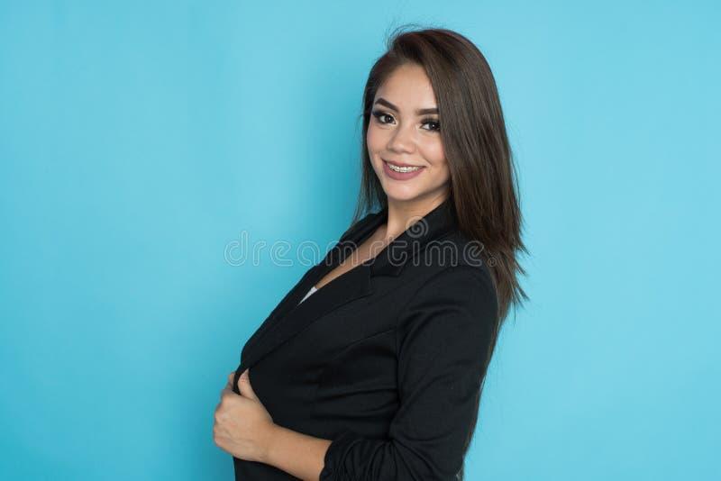 Glückliche hispanische Geschäftsfrau lizenzfreie stockbilder