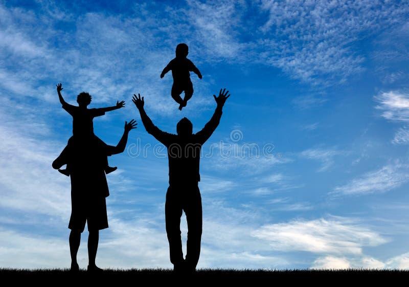 Glückliche homosexuelle Eltern des Schattenbildes lizenzfreie stockbilder