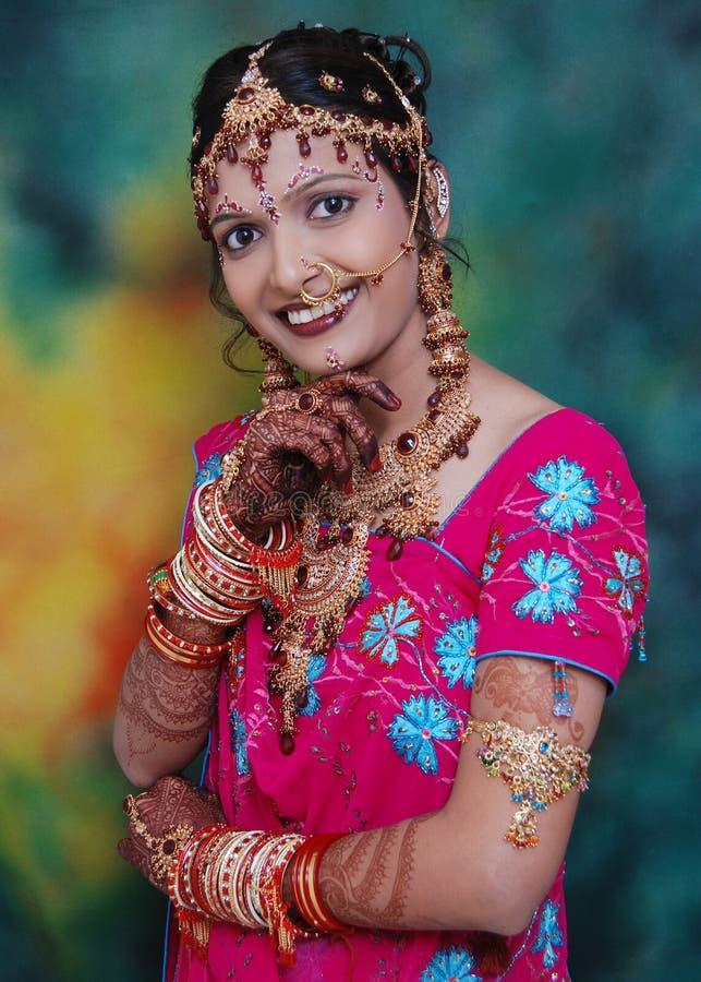 Glückliche indische Braut stockfoto