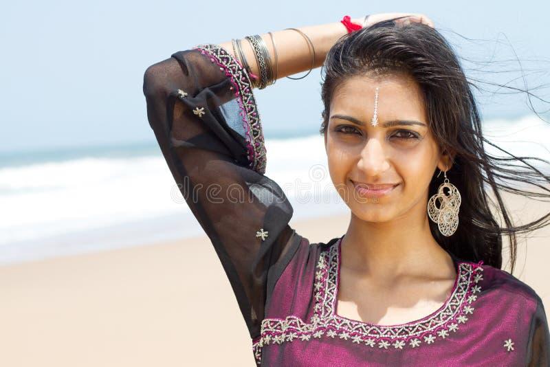 Glückliche indische Frau stockfotos