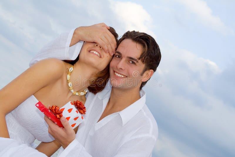 Glückliche Jahrestagspaare in der Liebe stockfotografie