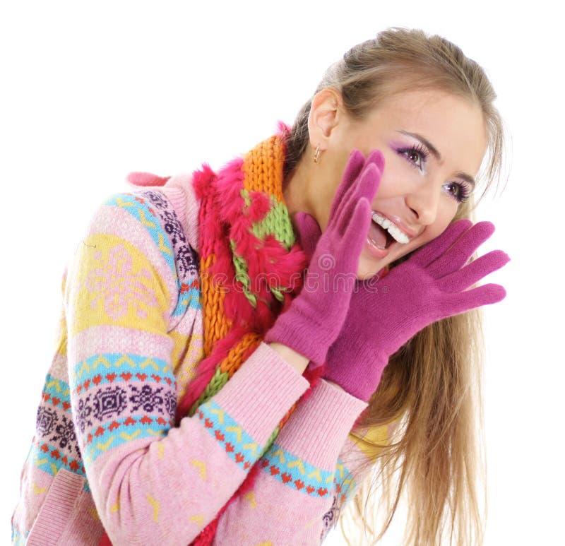 Glückliche junge Frau des Winters lizenzfreies stockfoto
