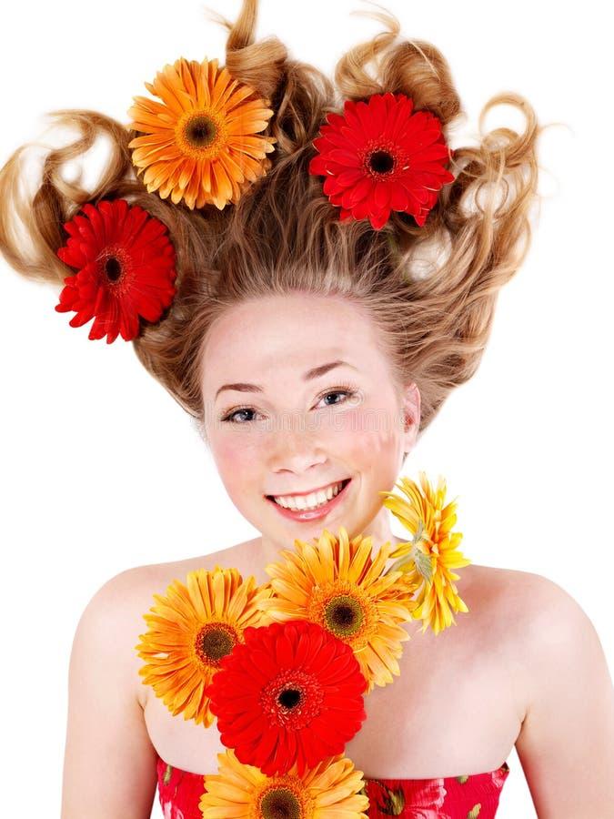 Glückliche junge Frau mit dem tousled Haar. stockfoto