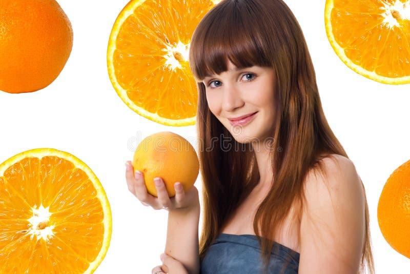 Glückliche junge Frau mit Orange stockbild