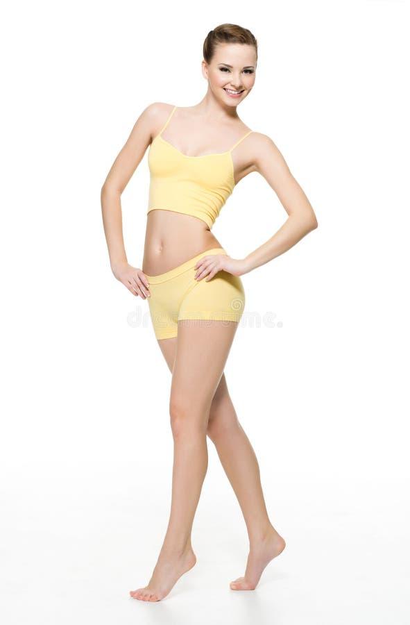 Glückliche junge Frau mit vollkommener dünner Karosserie lizenzfreie stockfotos