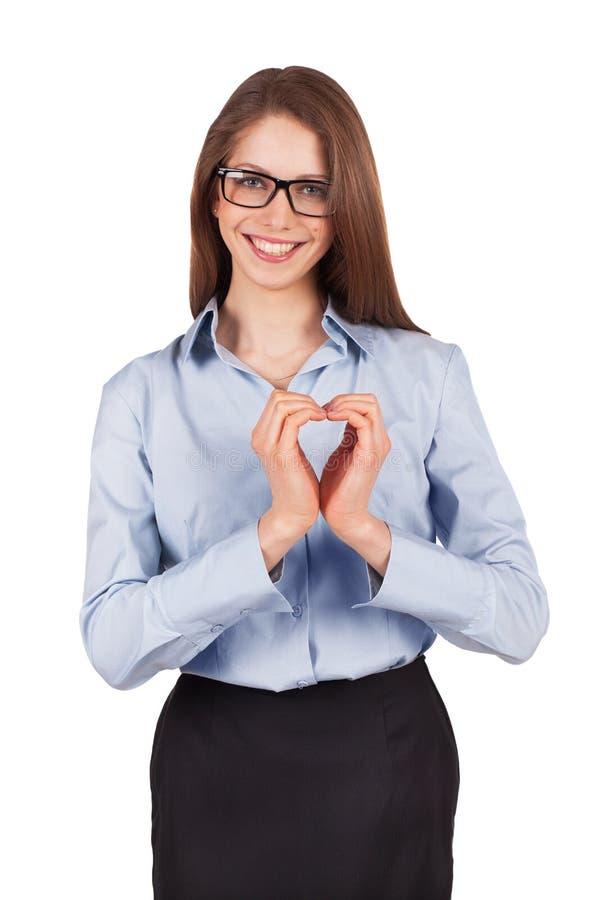Glückliche Frau setzte ihre Hände in Form von Herzen stockfotos