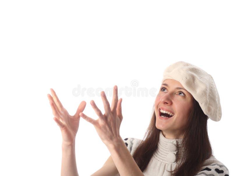 Glückliche junge lachende Frau, die oben schaut lizenzfreie stockfotografie