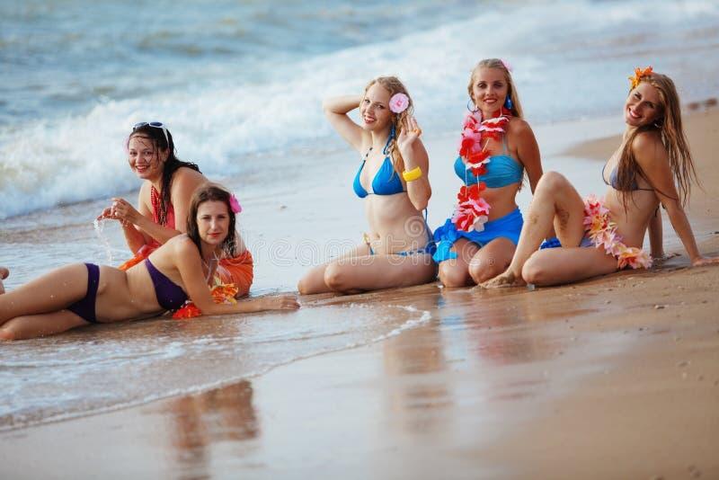 Glückliche junge Mädchen lizenzfreie stockfotografie