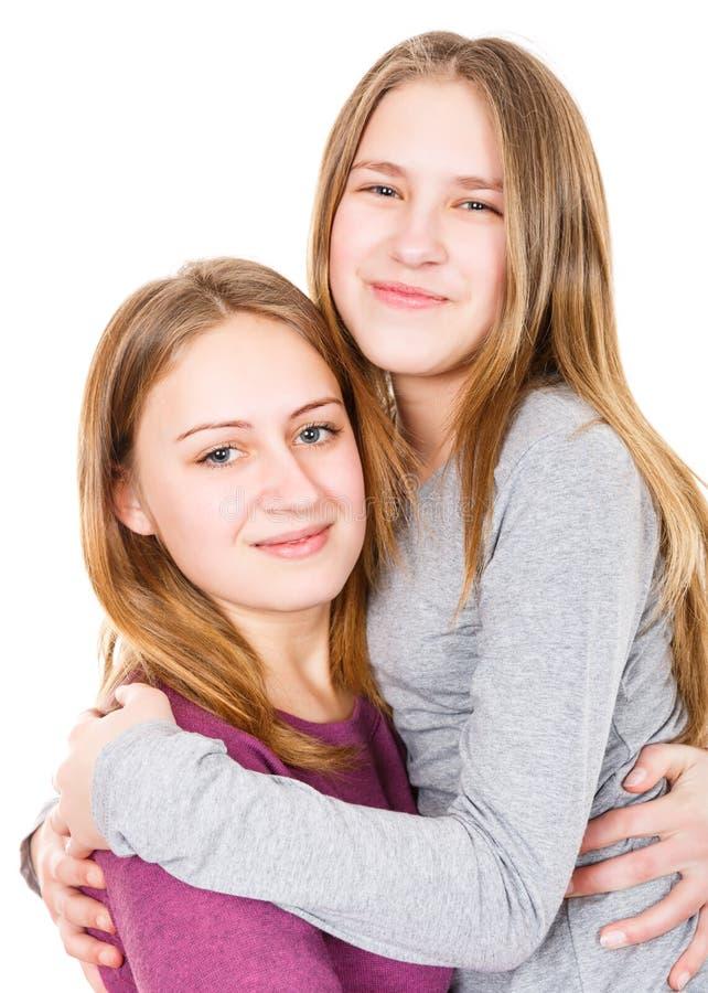 Glückliche junge Schwestern lizenzfreie stockfotografie