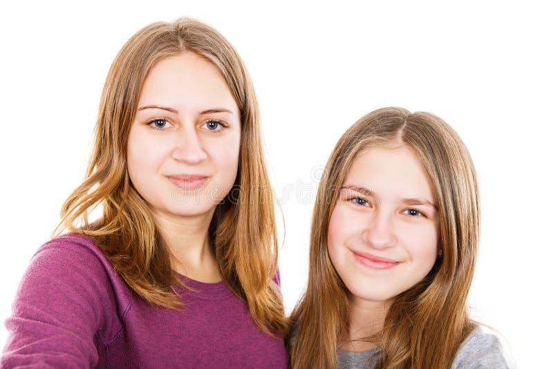 Glückliche junge Schwestern stockfotos