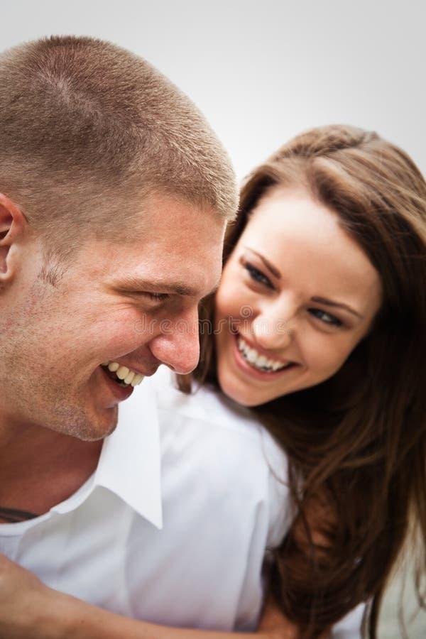 Glückliche kaukasische Paare stockfotos