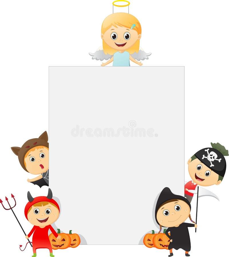 Glückliche Kinder, die Halloween-Kostüm mit einem leeren Zeichen tragen lizenzfreie abbildung